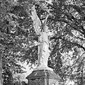 Overzicht engelenbeeld bij toegangshek - Tilburg - 20347330 - RCE.jpg