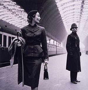 Fashion photography - Image: Paddington Station by Toni Frissell 1951