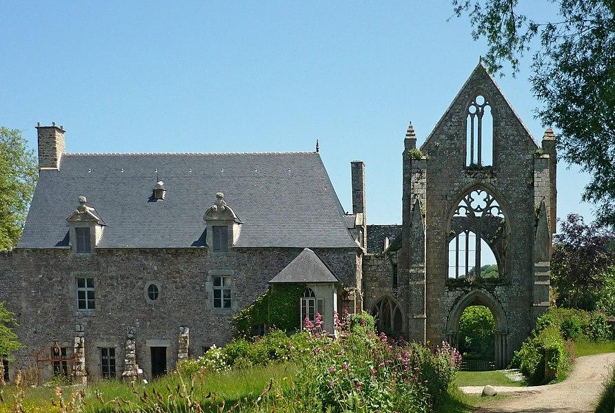 Arrival à Beauport Abbey (XIIIth century). Kérity, Paimpol, Côtes d'Armor, France.