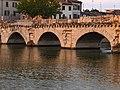 Particolare del Ponte di Tiberio, Rimini.jpg