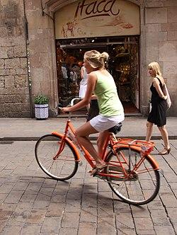 Paseando en bici.jpg