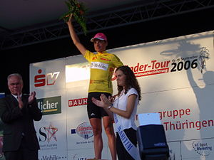 Patrik Sinkewitz - Patrik Sinkewitz receives the leader's jersey at Stage 1 of the 2006 3-Länder-Tour in Kassel.