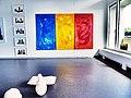 Pedro Meier Stadthaus Olten Ausstellung 2016, im Hintergrund Triptychon »Metamorphosen - Ovid«. Öl-Lack auf Leinwand, je 150 x 80 cm. Foto © Pedro Meier Multimedia Artist Niederbipp.jpg