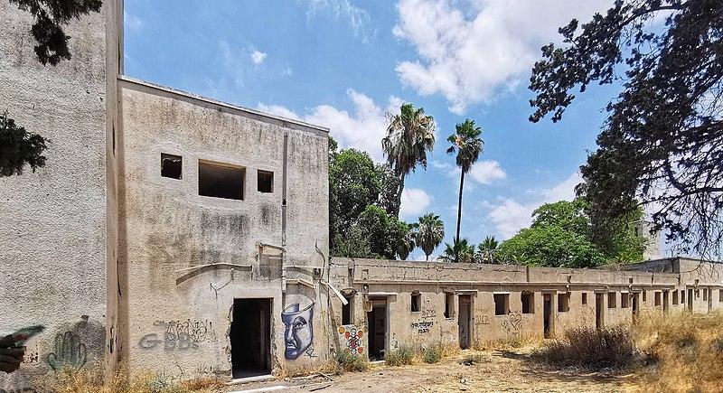 בניין משטרת קטרה ליד גדרה