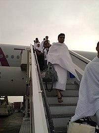 Pilgrims arrive in Jeddah - Flickr - Al Jazeera English.jpg