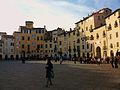 Plaça de l'amfiteatre a Lucca.JPG