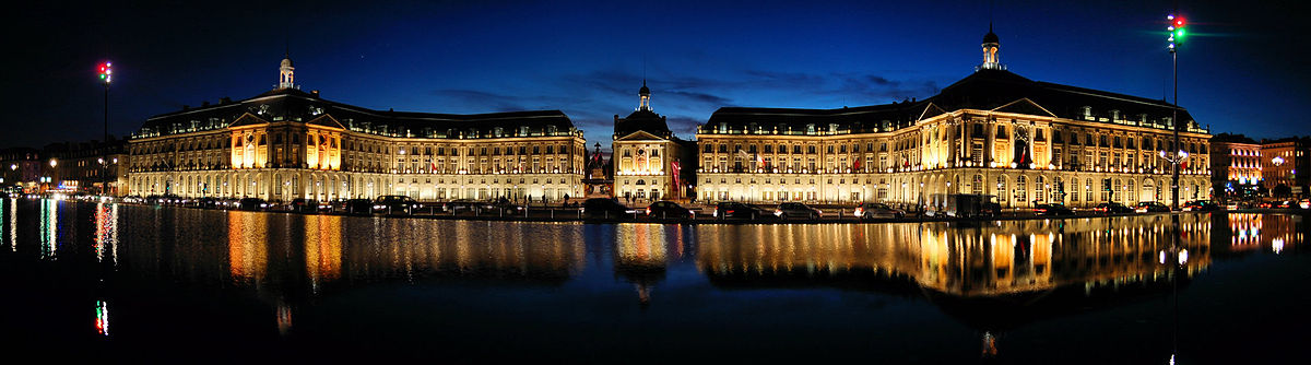 Place de la Bourse w Bordeaux nocą