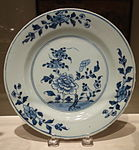 Plate, made in China, 1725-1740, porcelain - Winterthur Museum - DSC01444.JPG