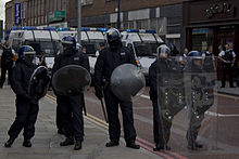 Police officers and vans in Lewisham during 2011 riots.jpg