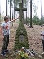 Pomník letce v lese severozápadně od Církvic (Q107162417) 02.jpg