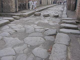 Pompeji-Strasse mit Zebrastreifen.jpg