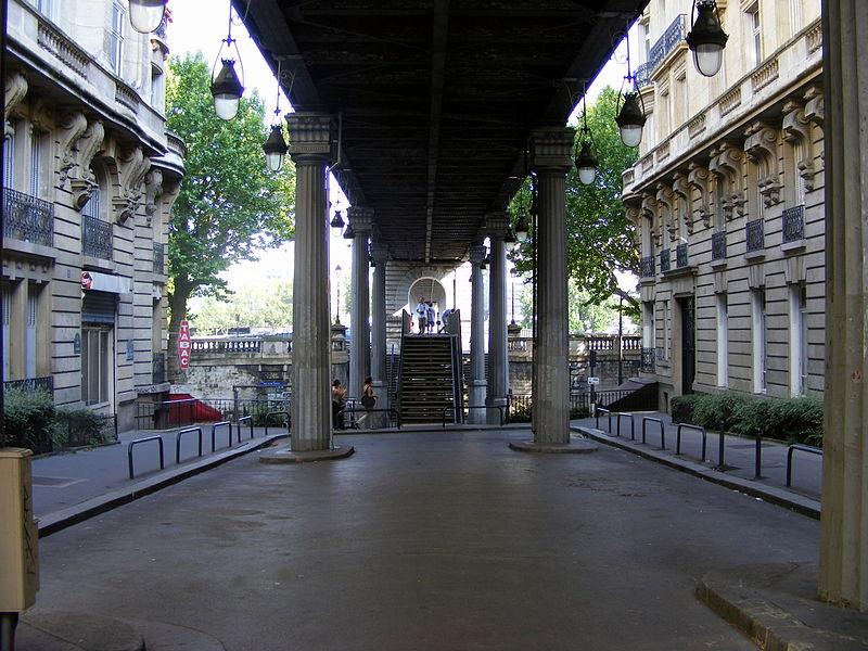 File:Pont de Bir-Hakeim, Paris (4823889603).jpg