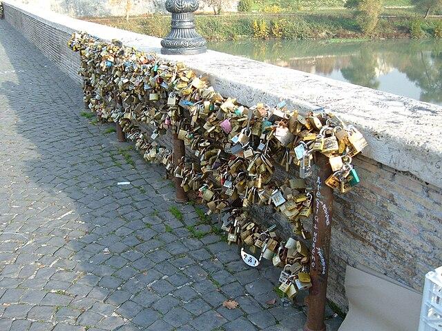 Ponte Milvio, el puente romano de los enamorados. Fuente: Wikipedia