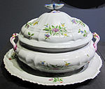 Porcellana ginori di doccia, zuppiera con sottopiatto, 1745 ca., collez. privata 01.JPG