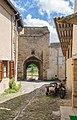 Porte Quirieu in Cremieu.jpg