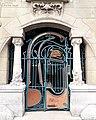 Porte d'entrée du Castel Béranger.jpg