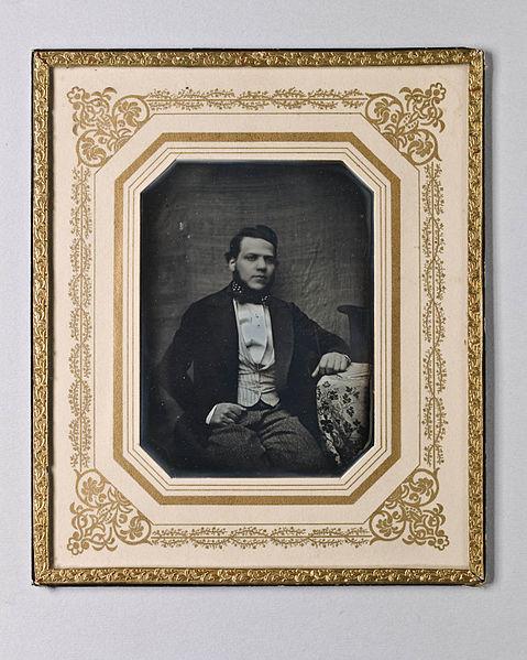 File:Porträtt av okänd ung man - Nordiska Museet - NMA.0052508 1.jpg