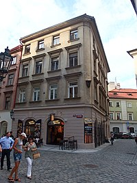 Praha, dům U Zlatého hroznu.JPG