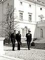 Predsednik Tito u parku Belog dvora sa Jože Vilfanom i Kočom Popovićem.jpg