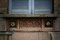 Primo quartiere popolare via Solari Formelle decorative.jpg