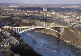 Rainbow Bridge from Skylon Tower.jpg