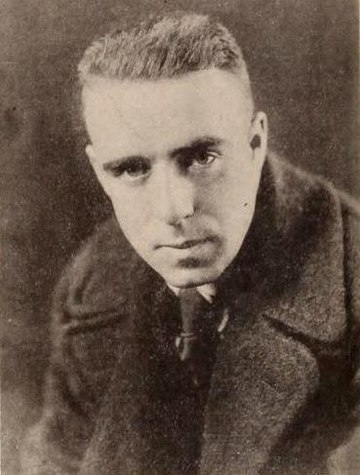 Raoul Walsh (dicembre 1917)