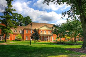English: The Regent University Student Center,...