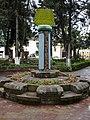 Reloj solar en la plaza de Samaipata - panoramio.jpg