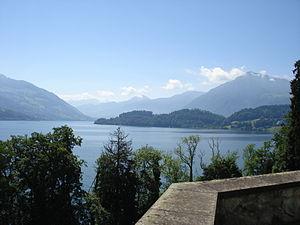 Blick auf den Zugersee von Risch auf die Rigi und die Alpen