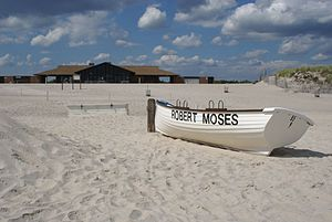 English: A deserted beach at Robert Moses Stat...