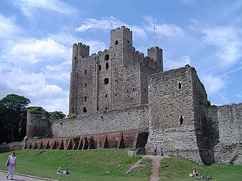 https://upload.wikimedia.org/wikipedia/commons/thumb/9/9f/Rochester_castle.jpg/350px-Rochester_castle.jpg
