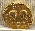 Roma, repubblica, aureo di sex. pompeius, 42-40 ac. oro.JPG