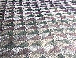 Suelo decorado con mosaicos