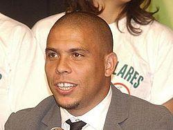 Ronaldinho06Jun2005Abr-bis.jpg