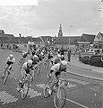 Ronde van Nederland in Alkmaar Peloton trekt door Alkmaar, Bestanddeelnr 912-4894.jpg