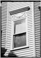 SOUTH FRONT, DETAIL OF SECOND-FLOOR WINDOW - 1667 Cambridge Street (Apartment House), Cambridge, Middlesex County, MA HABS MASS,9-CAMB,37-5.tif