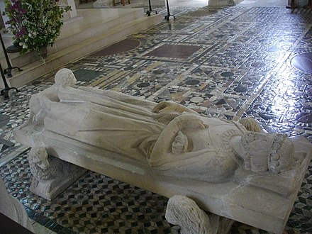 13th-century effigy of King Philip I Saint-Benoit-sur-Loire - eglise abbatiale, interieur (26).jpg