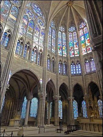 Saint-Denis (93), basilique Saint-Denis, abside 3-BF.jpg