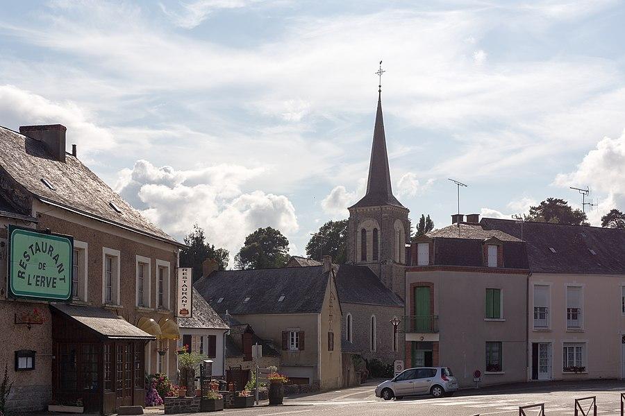 General view of Saint-Jean-sur-Erve.