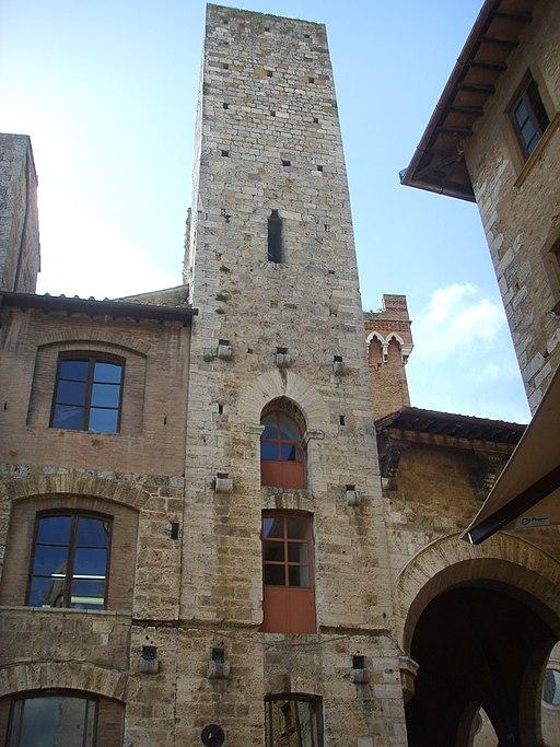 Seconda torre degli Ardinghelli, San gimignano piazza della Cisterna