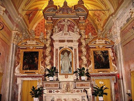 Santuario di Gottasecca. Altare.