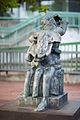 Sculpture Frauen von Messina Rolf Szymanski Raschplatz Hanover Germany 03.jpg
