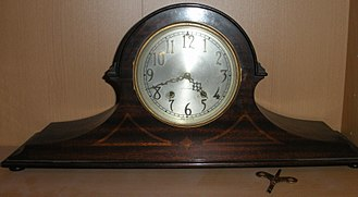 Mantel clock - A Seth Thomas American tambour-style mantel clock, dating to around 1930.