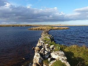 Eilean Dòmhnuill - The causeway to the settlement Eilean Dhomhnaill in Loch Olabhat