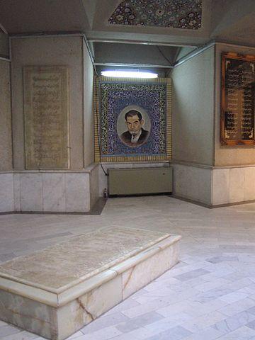 Могила Шахрияра в «Мавзолее поэтов» в Тебризе