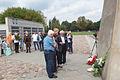 Składanie kwiatów pod pomnikiem Sprawiedliwych w Łodzi MZW DSC03759.jpg