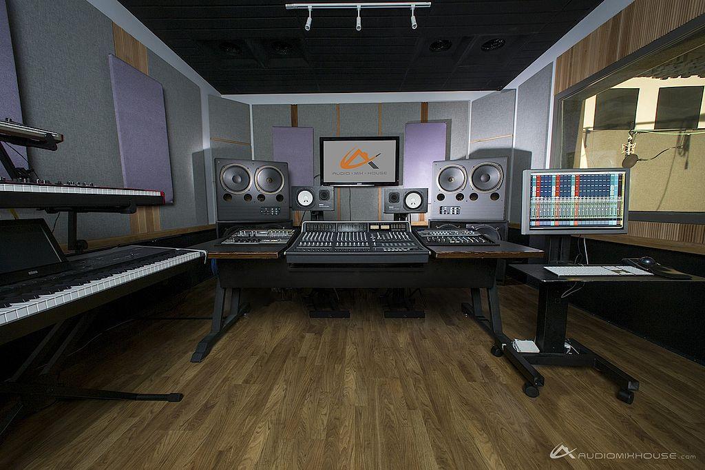 Live Studio Room Design