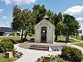 Spomen kapelica Marije Kraljice mira.jpg