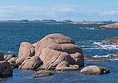 Stångehuvud red granite cliffs 12.jpg