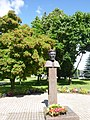Statuo pri Vincas Kudirka en Šakiai a.jpg